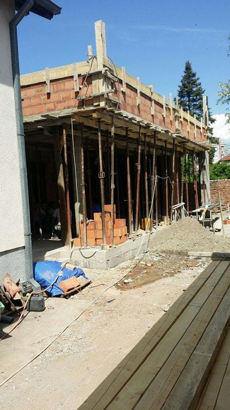 Строительство одноэтажного дома, площадью 94 м2 в стиле хай-тек, вид процесса строительства 2