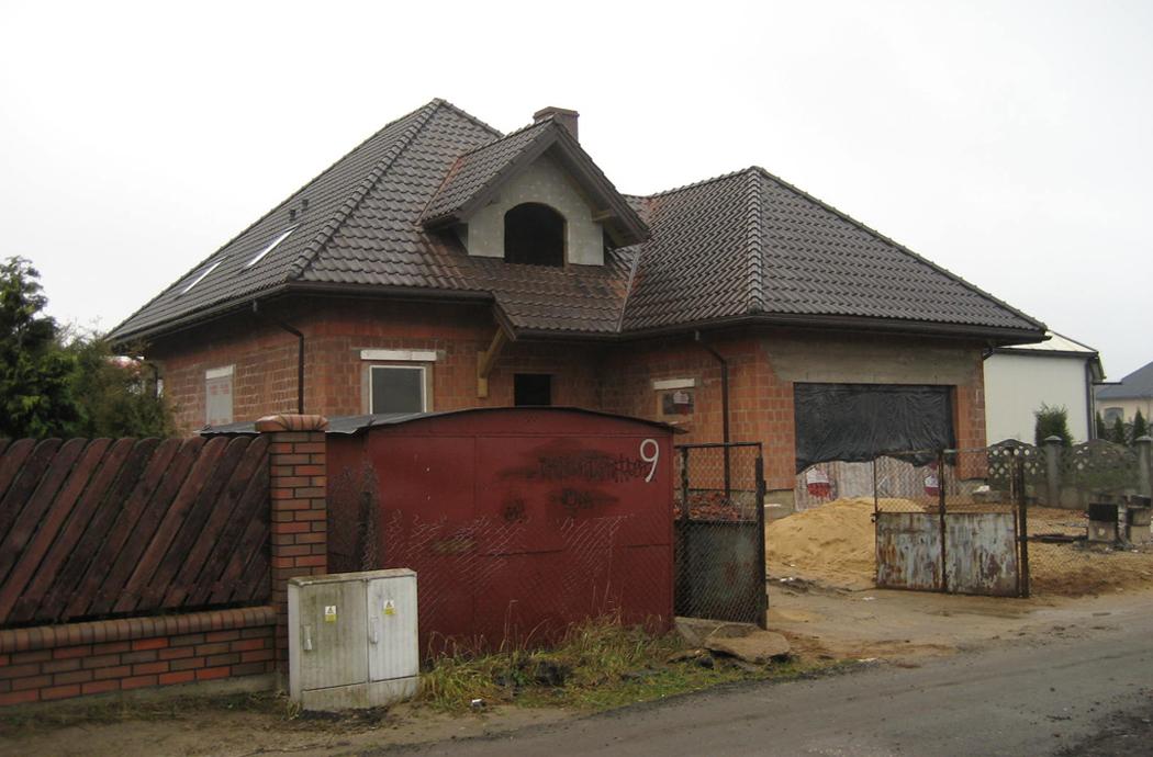 Строительство одноэтажного дома с мансардой 189м2 вид сбоку