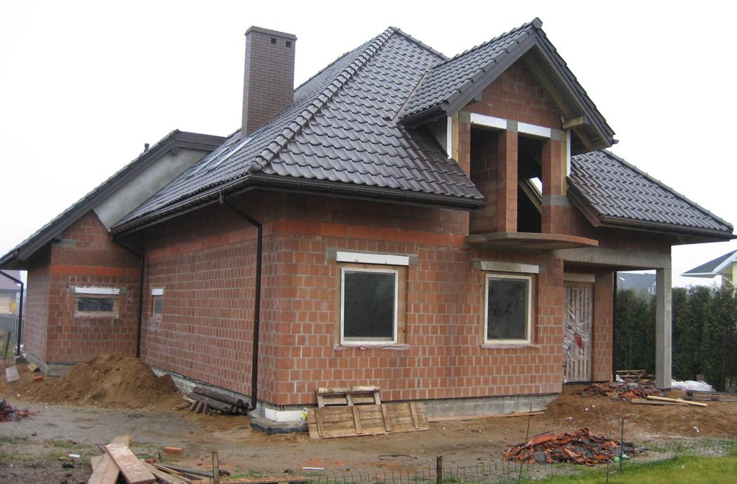 Строительство одноэтажного дома с мансардой 189м2 вид сзади