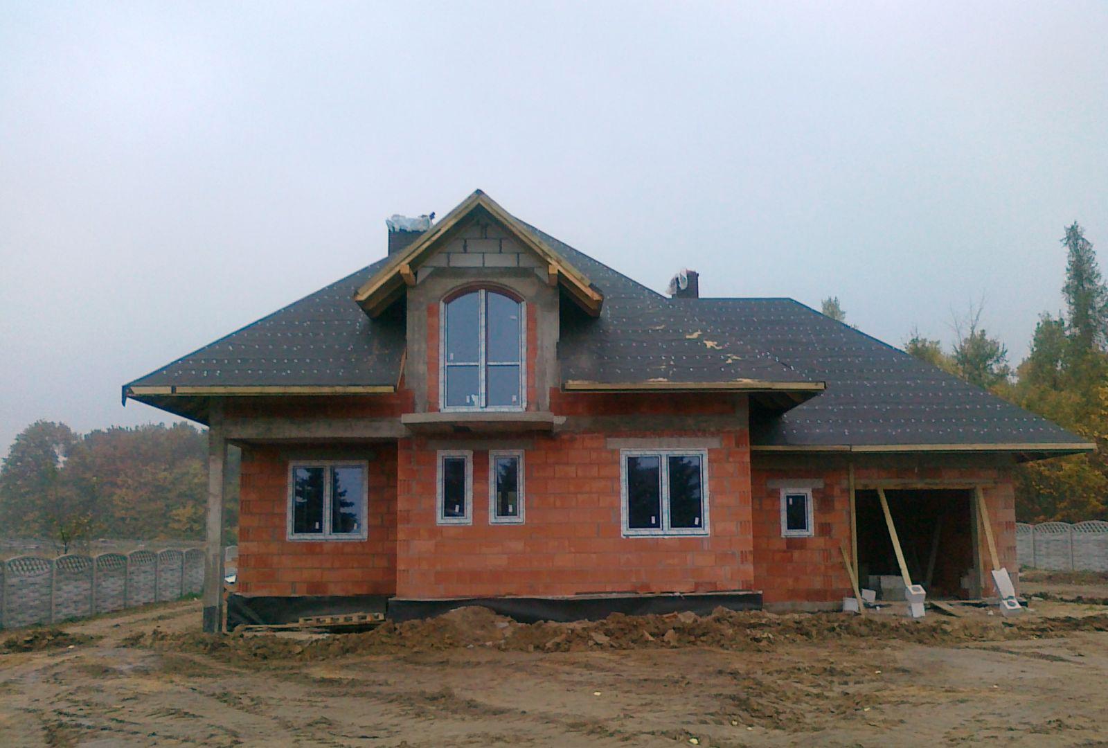 Строительства одноэтажного дома с мансардой 205м2 вид сзади