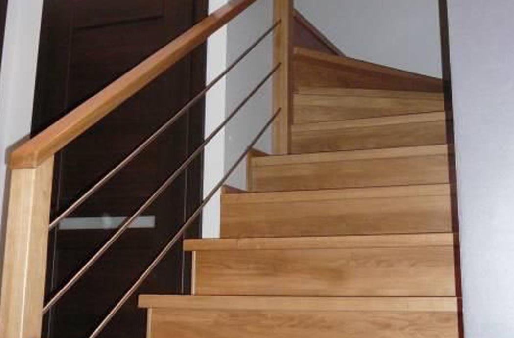 Строительство двухэтажного дома, площадью 181 м2, лестница