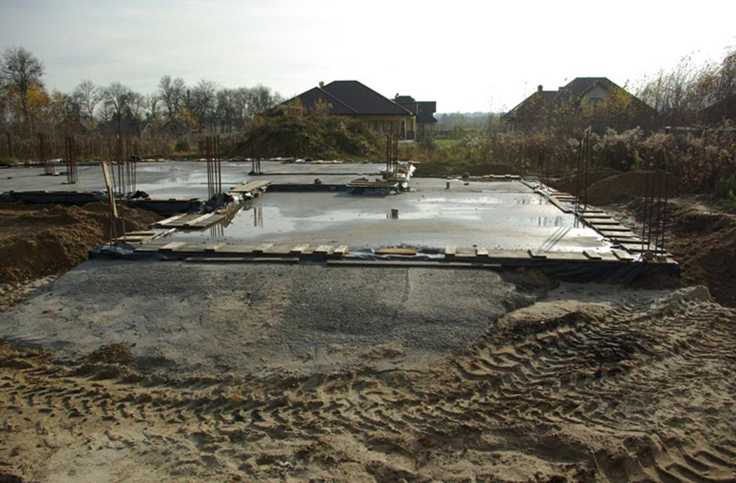 Строительство одноэтажного дома, площадью 278 м2, заливка фундамента