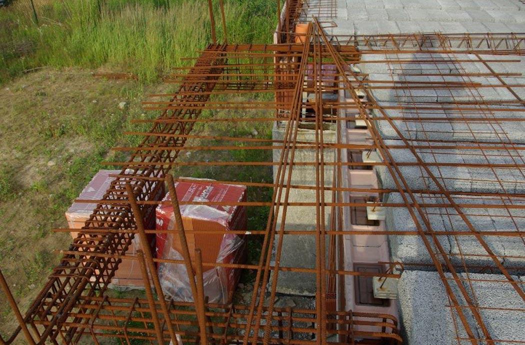 Строительство одноэтажного дома, площадью 278 м2, арматура снаружи