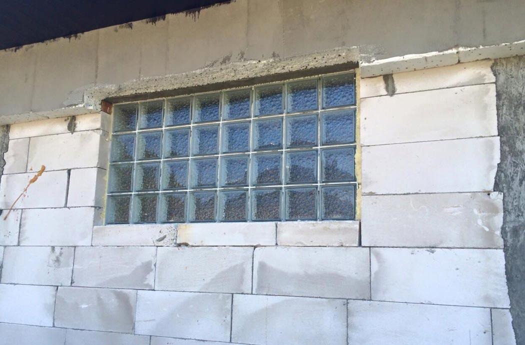 Дизайн одноэтажного дома 278м2, окна гаража