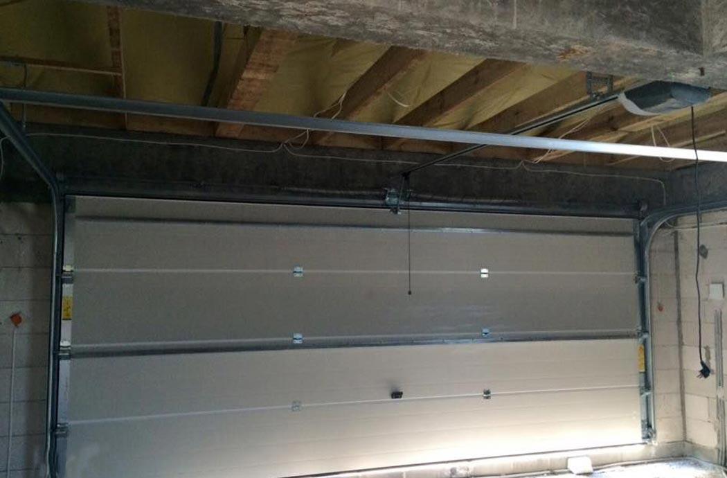 Строительство одноэтажного дома, площадью 278 м2, установка профиля