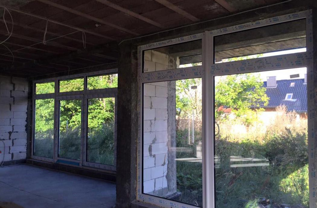 Строительство одноэтажного дома, площадью 278 м2, установка панорамных окон