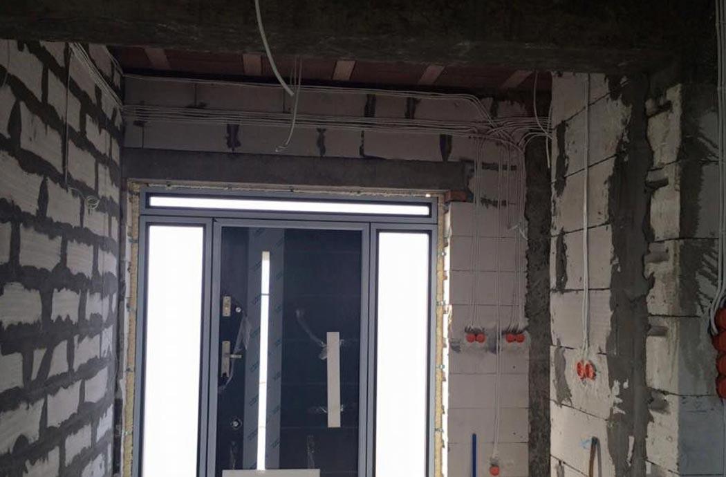 Строительство одноэтажного дома, площадью 278 м2, установка окон