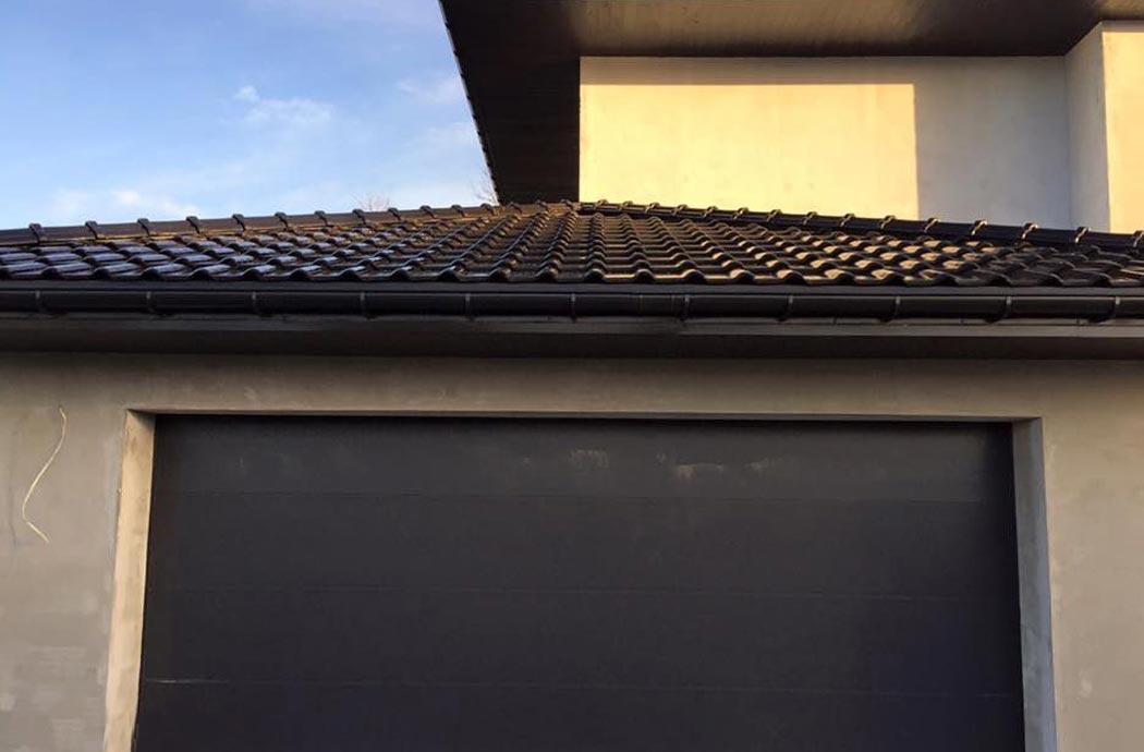 Строительство одноэтажного дома, площадью 278 м2, вид на крышу над гаражом