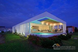 Проект двухуровневого дома в стиле хай-тек общей площадью 450 м2, К-145034