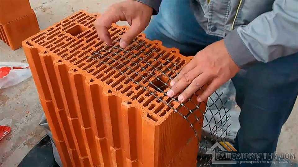 Перевязка кладки керамических блоков и облицовочного кирпича